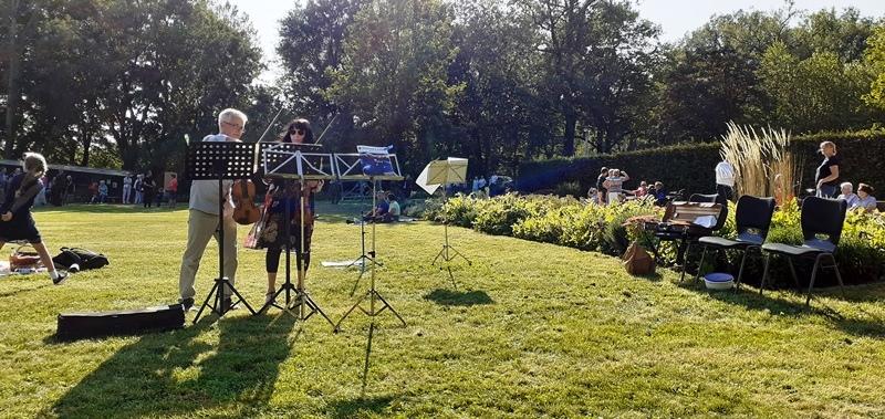 Spaziergang mit Musik im Stadtpark Plauen