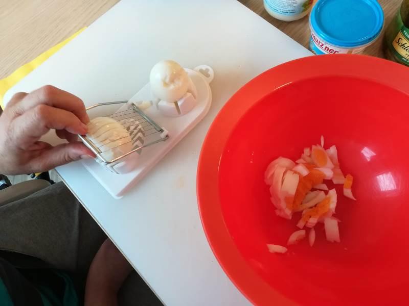 Eierschneider in Aktion